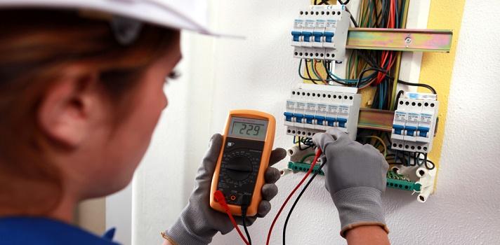 Ventajas de contratar un profesional para colocar la electricidad en su hogar