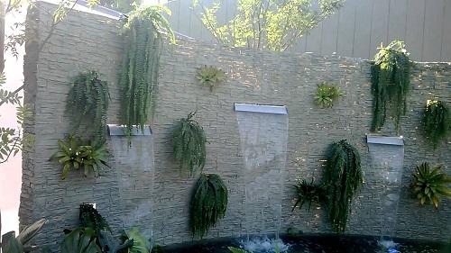fuente en muro exterior